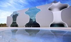 臺中國家歌劇院,閉館施工公告。